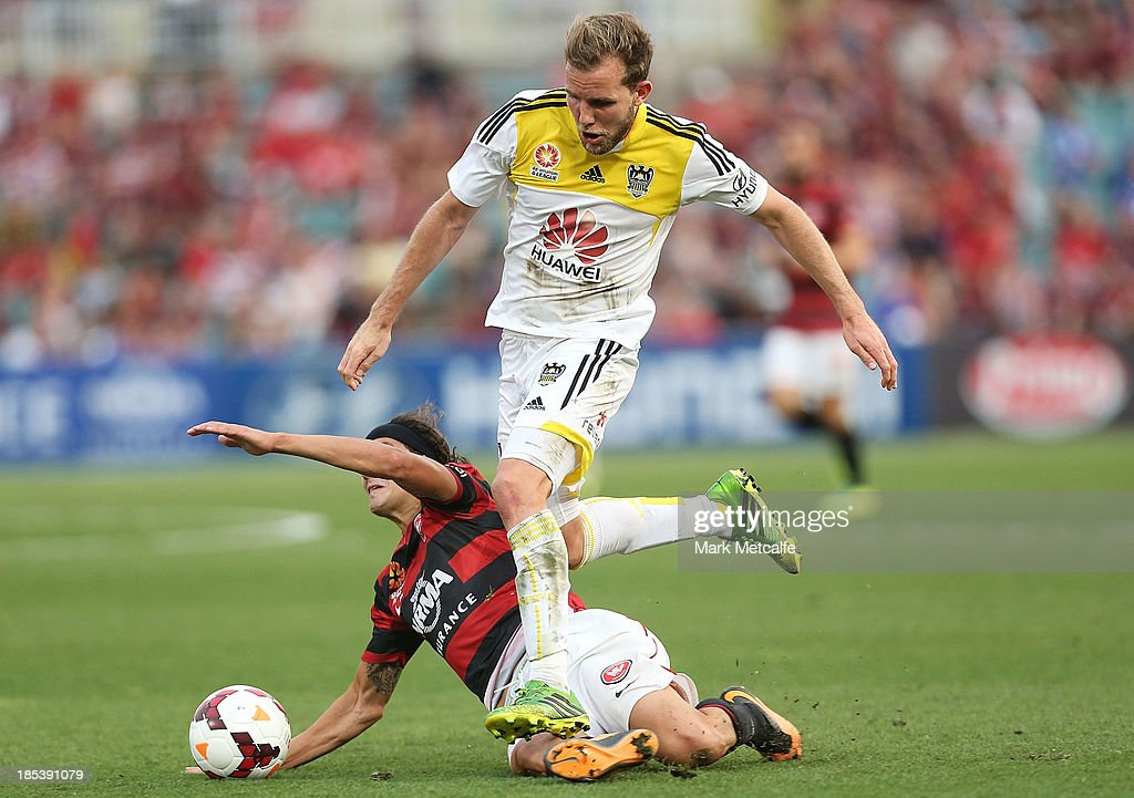 Jeremy Brockie of the Phoenix takes on Jerome Polenz of the Wanderers during the round two A-League match between the Western Sydney Wanderers and Wellington Phoenix at Parramatta Stadium on October 20, 2013 in Sydney, Australia.