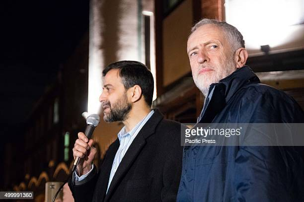 Jeremy Corbyn welcomed by protesters as he about to give a speech at Finsbury Park mosque Opposition leader Jeremy Corbyn of Labour Party gave speech...