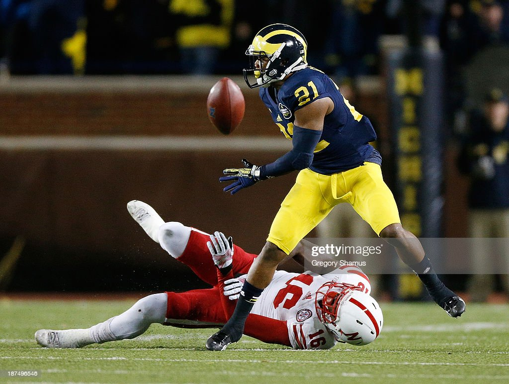 <a gi-track='captionPersonalityLinkClicked' href=/galleries/search?phrase=Jeremy+Gallon&family=editorial&specificpeople=7210704 ng-click='$event.stopPropagation()'>Jeremy Gallon</a> #21 of the Michigan Wolverines can't hold on to this second-half pass with Stanley Jean-Baptiste #16 of the Nebraska Cornhuskers defending at Michigan Stadium on November 9, 2013 in Ann Arbor, Michigan.
