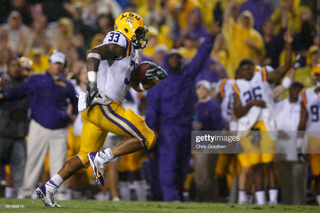 Jeremy Hill #33 of the LSU Tigers runs for a first down against the Auburn Tigers at Tiger Stadium on September 21, 2013 in Baton Rouge, Louisiana.