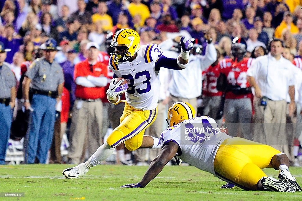 Jeremy Hill #33 of the LSU Tigers runs for yards during a game against the Ole Miss Rebels at Tiger Stadium on November 17, 2012 in Baton Rouge, Louisiana. LSU would win the game 41-35.