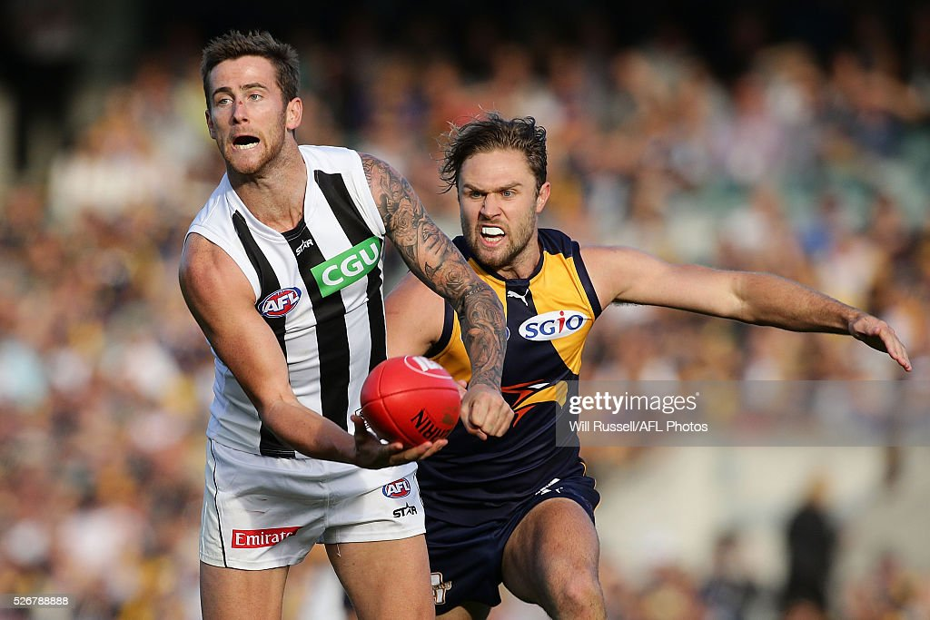 Jeremy Howe of the Magpies handballs under pressure from Mark Hutchings of the Eagles during the round six AFL match between the West Coast Eagles and the Collingwood Magpies at Domain Stadium on May 1, 2016 in Perth, Australia.