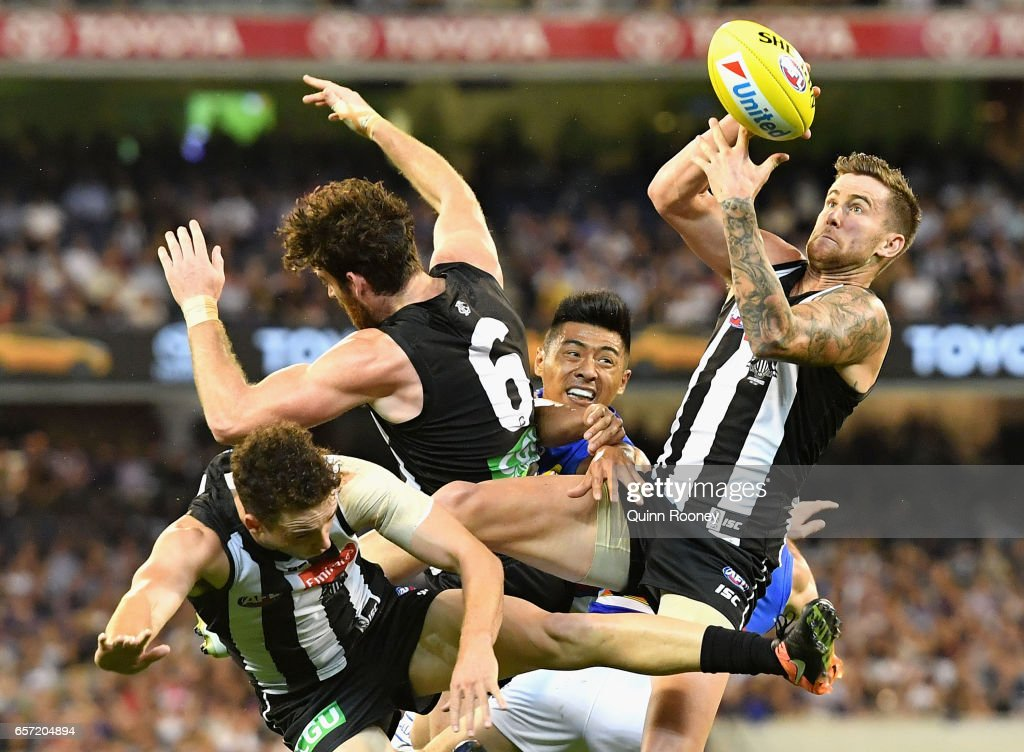 Jeremy Howe of the Magpies marks during the round one AFL match between the Collingwood Magpies and the Western Bulldogs at Melbourne Cricket Ground on March 24, 2017 in Melbourne, Australia.