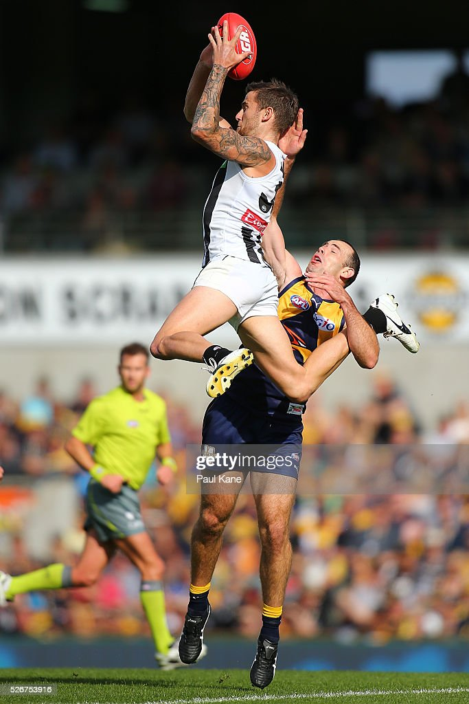 Jeremy Howe of the Magpies marks the ball against Shannon Hurn of the Eagles during the round six AFL match between the West Coast Eagles and the Collingwood Magpies at Domain Stadium on May 1, 2016 in Perth, Australia.