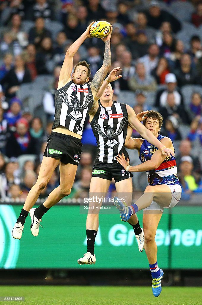 Jeremy Howe of the Magpies marks the ball during the round 10 AFL match between the Collingwood Magpies and the Western Bulldogs at Melbourne Cricket Ground on May 29, 2016 in Melbourne, Australia.
