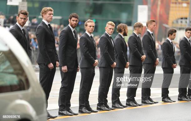 Jeremy Howe Tyson Goldsack Adam Treloar James Aish and Magpies players form a guard of honour as the coffin of Lou Richards leaves the Service in a...