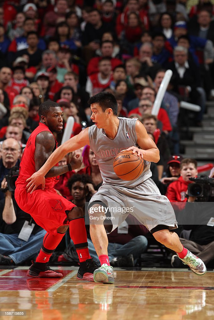 Jeremy Lin #7 of the Houston Rockets controls the ball against Nate Robinson #2 of the Chicago Bulls during a Christmas Day game on December 25, 2012 at the United Center in Chicago, Illinois.
