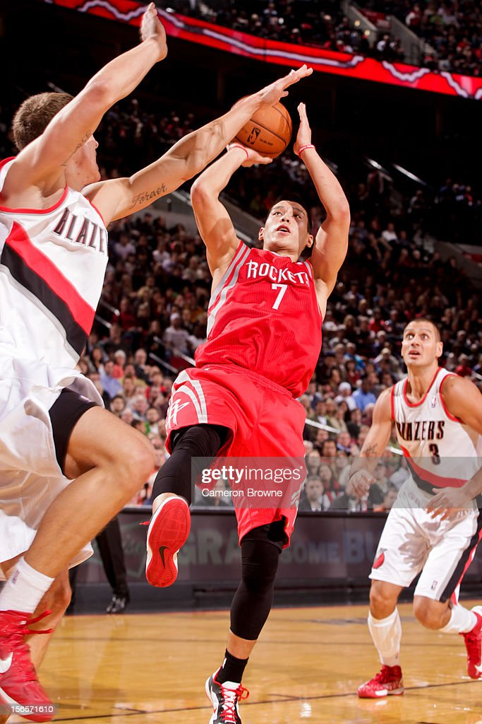 <a gi-track='captionPersonalityLinkClicked' href=/galleries/search?phrase=Jeremy+Lin&family=editorial&specificpeople=6669516 ng-click='$event.stopPropagation()'>Jeremy Lin</a> #7 of the Houston Rockets shoots against <a gi-track='captionPersonalityLinkClicked' href=/galleries/search?phrase=Meyers+Leonard&family=editorial&specificpeople=6893999 ng-click='$event.stopPropagation()'>Meyers Leonard</a> #11 of the Portland Trail Blazers on November 16, 2012 at the Rose Garden Arena in Portland, Oregon.