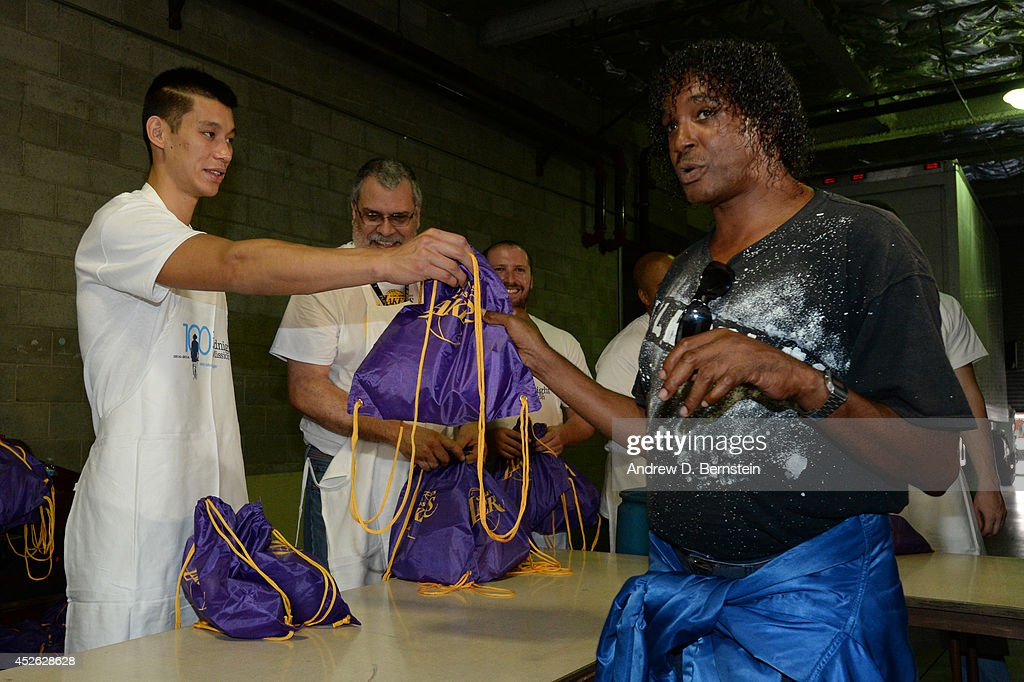Jeremy Lin #17 of the Los Angeles Lakers hands out a bag during a Team Up Event at the Midnight Mission on July 24, 2014 in Los Angeles, California.