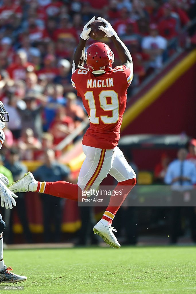 Jeremy Maclin #19 of the Kansas City Chiefs catches a pass at Arrowhead Stadium during the game on October 11, 2015 in Kansas City, Missouri.
