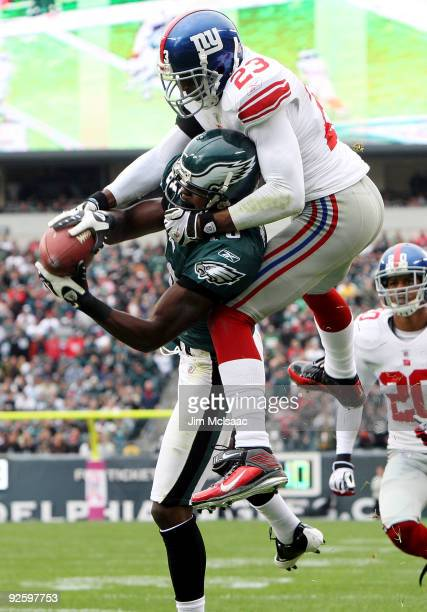 Jeremy Maclin of the Philadelphia Eagles makes a catch for a second quarter touchdown against Corey Webster of the New York Giants on November 1 2009...