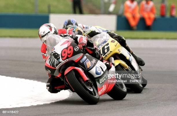 Jeremy McWilliams Blu Aprilia Team leads from Valentino Rossi Nastro Azzurro Honda