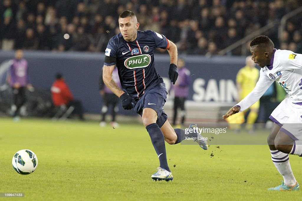 <a gi-track='captionPersonalityLinkClicked' href=/galleries/search?phrase=Jeremy+Menez&family=editorial&specificpeople=648636 ng-click='$event.stopPropagation()'>Jeremy Menez</a> of Paris Saint-Germain FC controls the ball during the French Cup between Paris Saint-Germain FC and Toulouse FC, at Parc des Princes on January 23, 2013 in Paris, France.
