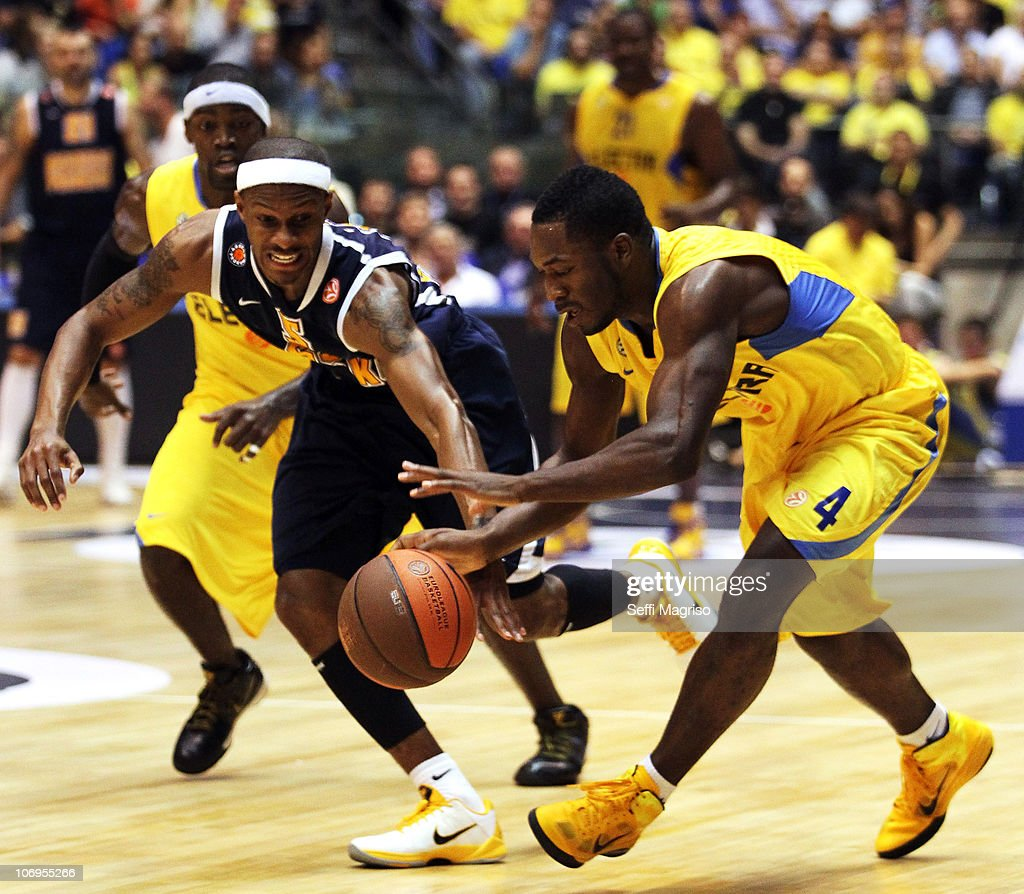 Jeremy Pargo, #4 of Maccabi Electra Tel Aviv competes with <a gi-track='captionPersonalityLinkClicked' href=/galleries/search?phrase=Daniel+Ewing&family=editorial&specificpeople=212752 ng-click='$event.stopPropagation()'>Daniel Ewing</a>, #5 of Asseco Prokom during the Turkish Airlines Euroleague Date 5 game between Maccabi Electra Tel Aviv v Asseco Prokom Gdynia at Nokia Arena on November 18, 2010 in Tel Aviv, Israel.
