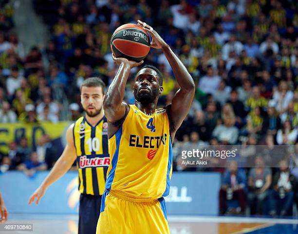 Jeremy Pargo #4 of Maccabi Electra Tel Aviv in action during the 20142015 Turkish Airlines Euroleague Basketball Play Off Game 1 between Fenerbahce...