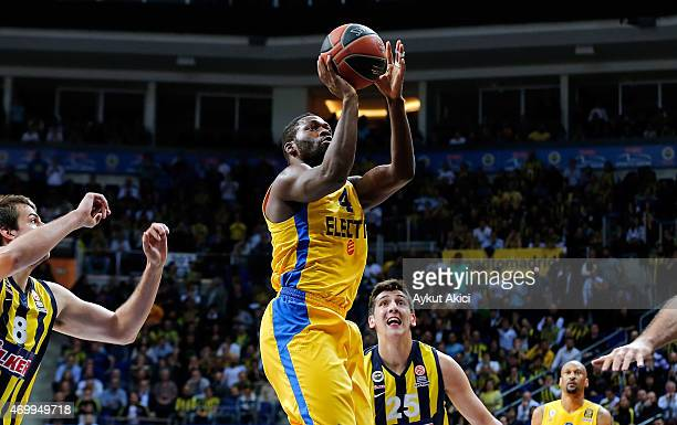 Jeremy Pargo #4 of Maccabi Electra Tel Aviv in action during the 20142015 Turkish Airlines Euroleague Basketball Play Off Game 2 between Fenerbahce...
