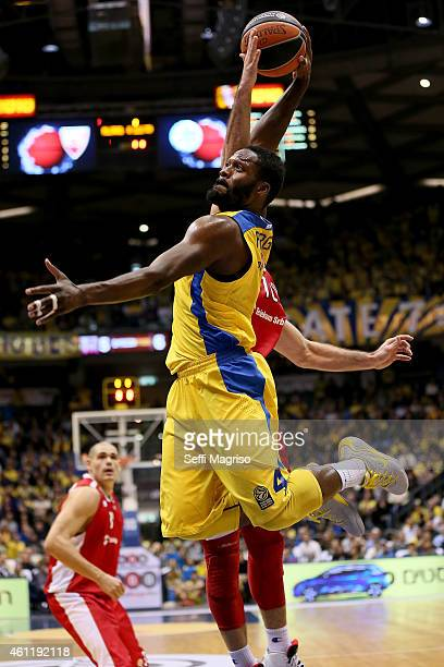 Jeremy Pargo #4 of Maccabi Electra Tel Aviv in action during the Euroleague Basketball Top 16 Date 2 game between Maccabi Electra Tel Aviv v Crvena...