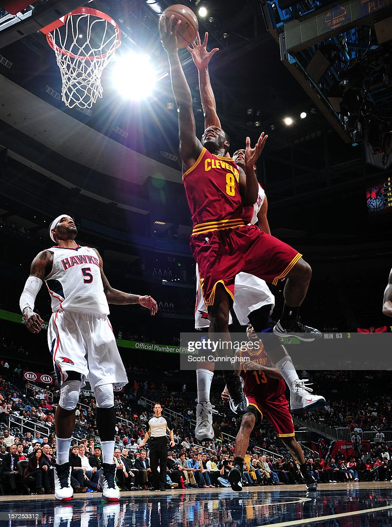 Jeremy Pargo #8 of the Cleveland Cavaliers drives to the basket against the Atlanta Hawks at Philips Arena on November 30, 2012 in Atlanta, Georgia.