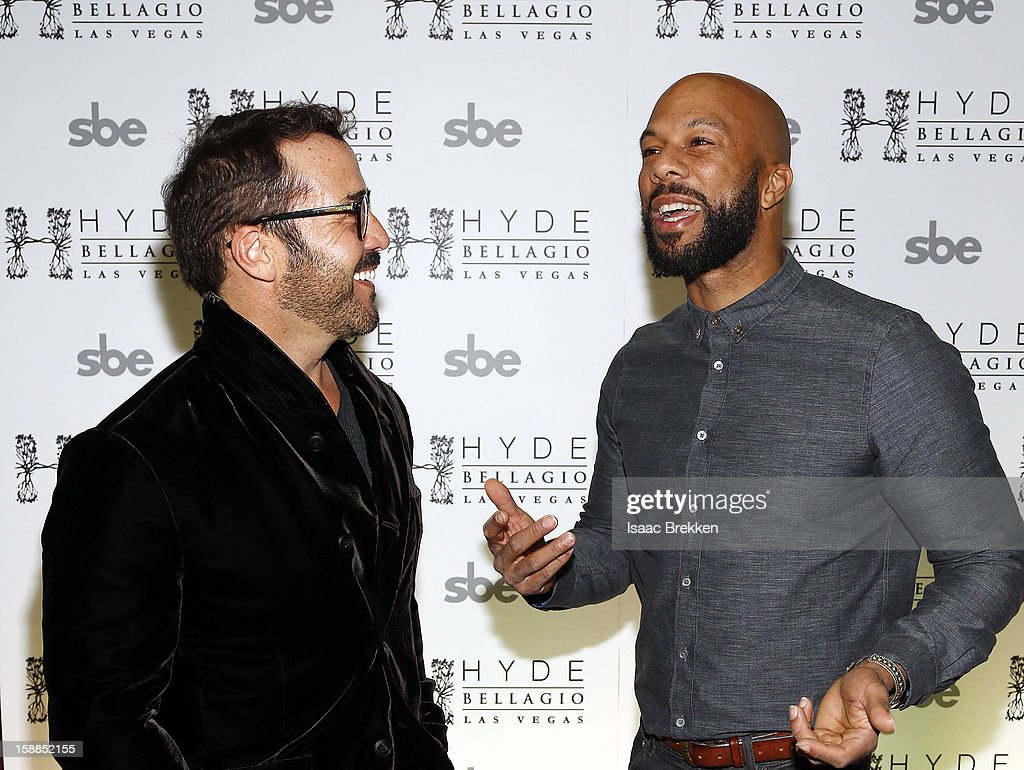 <a gi-track='captionPersonalityLinkClicked' href=/galleries/search?phrase=Jeremy+Piven&family=editorial&specificpeople=206338 ng-click='$event.stopPropagation()'>Jeremy Piven</a> (L) and Common arrive at Hyde Bellagio at the Bellagio on New Year's Eve December 31, 2012 in Las Vegas, Nevada.