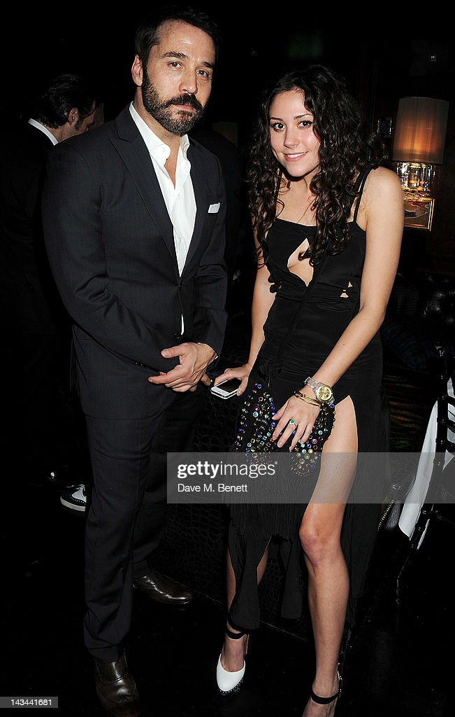 <a gi-track='captionPersonalityLinkClicked' href=/galleries/search?phrase=Jeremy+Piven&family=editorial&specificpeople=206338 ng-click='$event.stopPropagation()'>Jeremy Piven</a> (L) and Eliza Doolittle attend the launch of The Lion pop-up restaurant at The Brompton Club featuring a private dinner for Joseph Altuzarra hosted by Browns on April 26, 2012 in London, England.