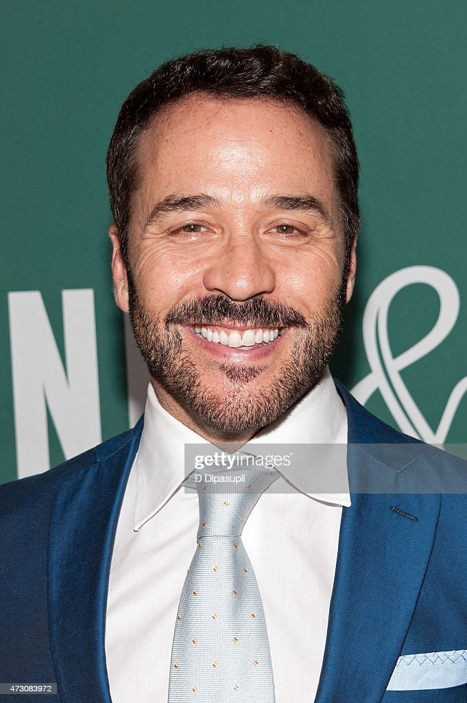 "Jeremy Piven Signs Copies Of ""The Gold Standard"""