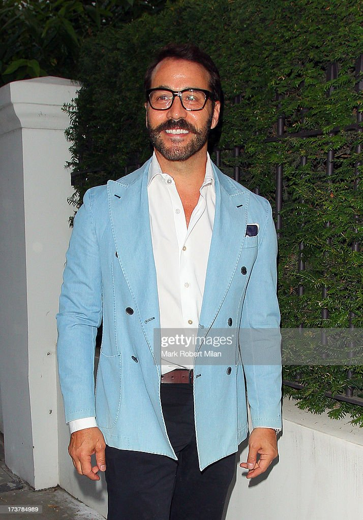<a gi-track='captionPersonalityLinkClicked' href=/galleries/search?phrase=Jeremy+Piven&family=editorial&specificpeople=206338 ng-click='$event.stopPropagation()'>Jeremy Piven</a> attending the ITV Summer Reception on July 17, 2013 in London, England.