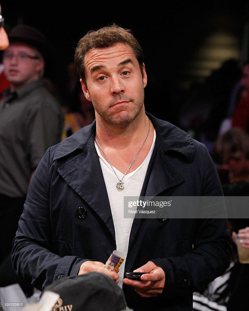 <a gi-track='captionPersonalityLinkClicked' href=/galleries/search?phrase=Jeremy+Piven&family=editorial&specificpeople=206338 ng-click='$event.stopPropagation()'>Jeremy Piven</a> attends Game Five of the Western Conference Finals between the Phoenix Suns and the Los Angeles Lakers during the 2010 NBA Playoffs at Staples Center on May 27, 2010 in Los Angeles, California.