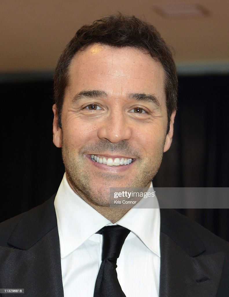<a gi-track='captionPersonalityLinkClicked' href=/galleries/search?phrase=Jeremy+Piven&family=editorial&specificpeople=206338 ng-click='$event.stopPropagation()'>Jeremy Piven</a> attends the 2011 White House Correspondents' Association Dinner at the Washington Hilton on April 30, 2011 in Washington, DC.