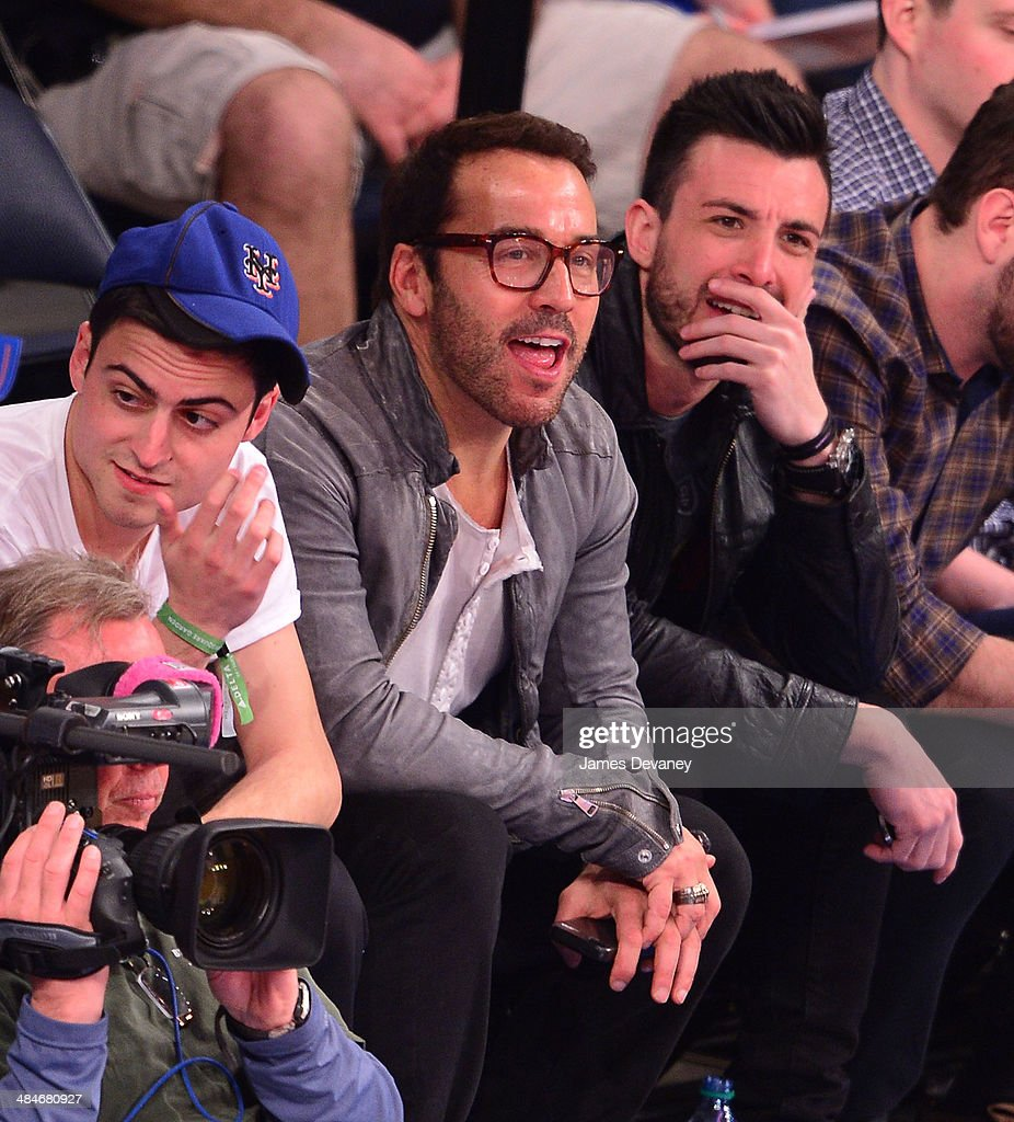 <a gi-track='captionPersonalityLinkClicked' href=/galleries/search?phrase=Jeremy+Piven&family=editorial&specificpeople=206338 ng-click='$event.stopPropagation()'>Jeremy Piven</a> attends the Chicago Bulls vs New York Knicks game at Madison Square Garden on April 13, 2014 in New York City.