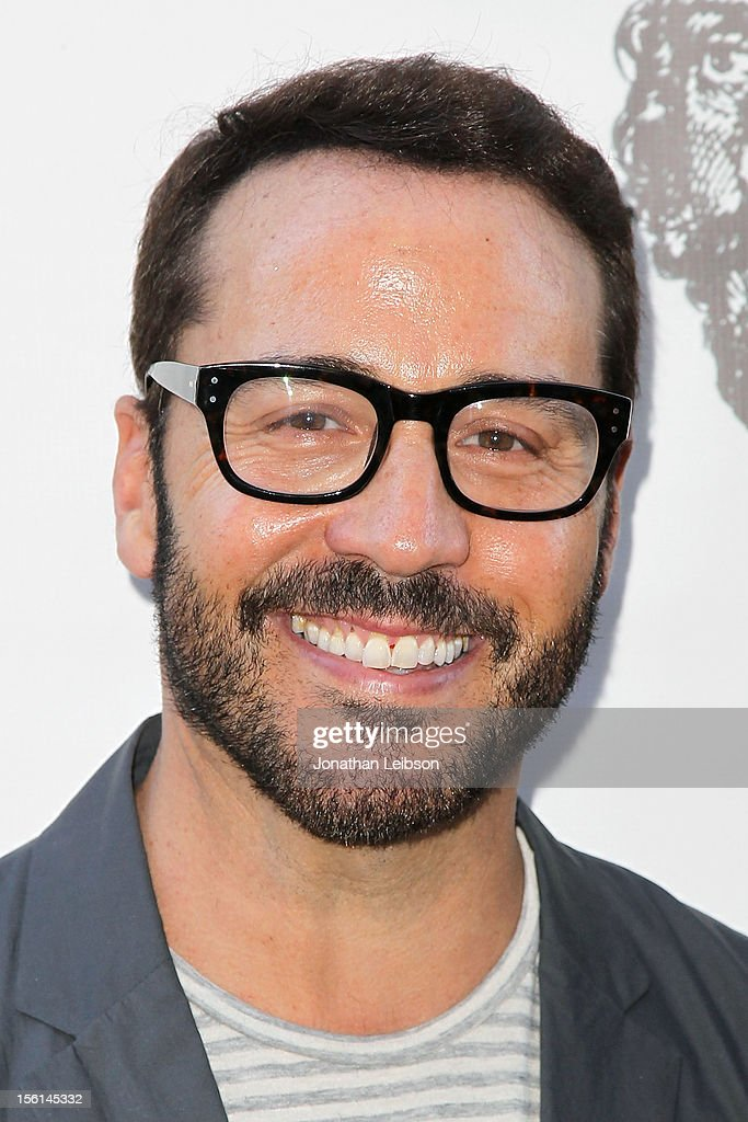 <a gi-track='captionPersonalityLinkClicked' href=/galleries/search?phrase=Jeremy+Piven&family=editorial&specificpeople=206338 ng-click='$event.stopPropagation()'>Jeremy Piven</a> attends The Los Angeles Drama Club And Magic Castle Host 1st Gala Fundraiser And Benefit Performance 'Tempest In A Teacup' at The Magic Castle on November 11, 2012 in Hollywood, California.