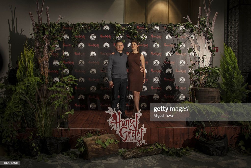 Jeremy Renner and Gemma Arterton pose for the 'Hansel and Gretel: Witch Hunters' photocall at St. Regis Hotel on January 10, 2013 in Mexico City, Mexico.