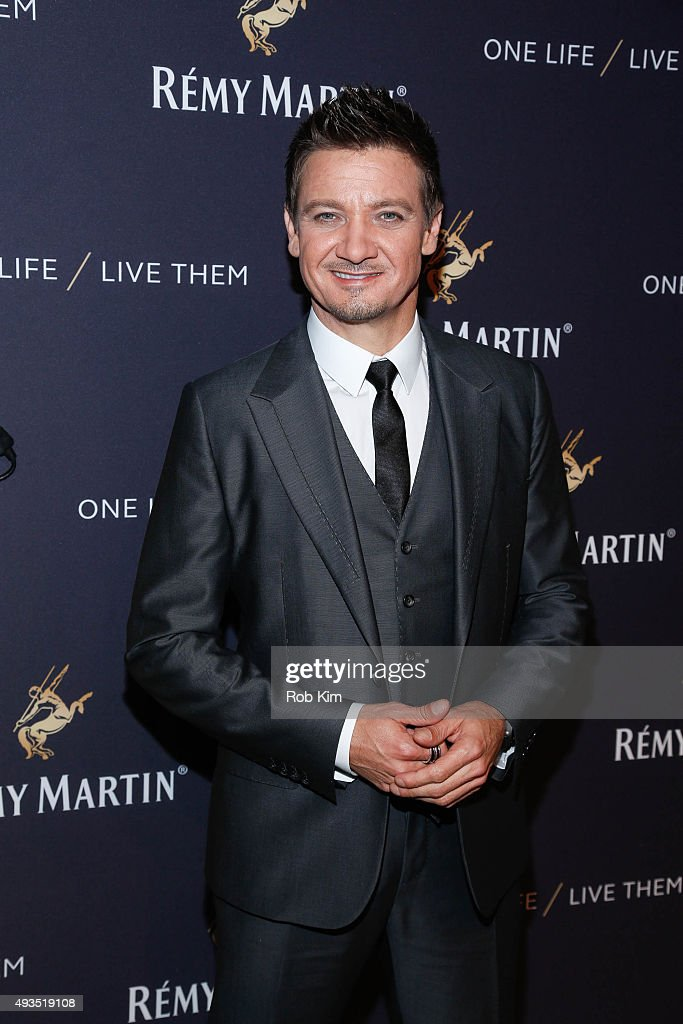 Jeremy Renner attends the One Life/Live Them Campaign Launch at ArtBeam on October 20, 2015 in New York City.