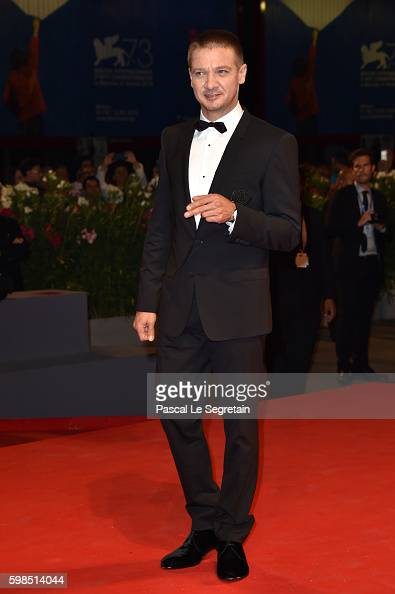 jeremy-renner-attends-the-premiere-of-arrival-during-the-73rd-venice-picture-id598514044
