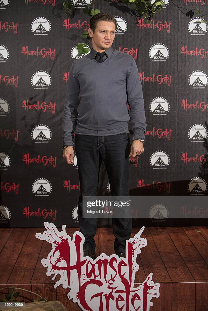 Jeremy Renner pose for the 'Hansel and Gretel: Witch Hunters' photocall at St. Regis Hotel on January 10, 2013 in Mexico City, Mexico.