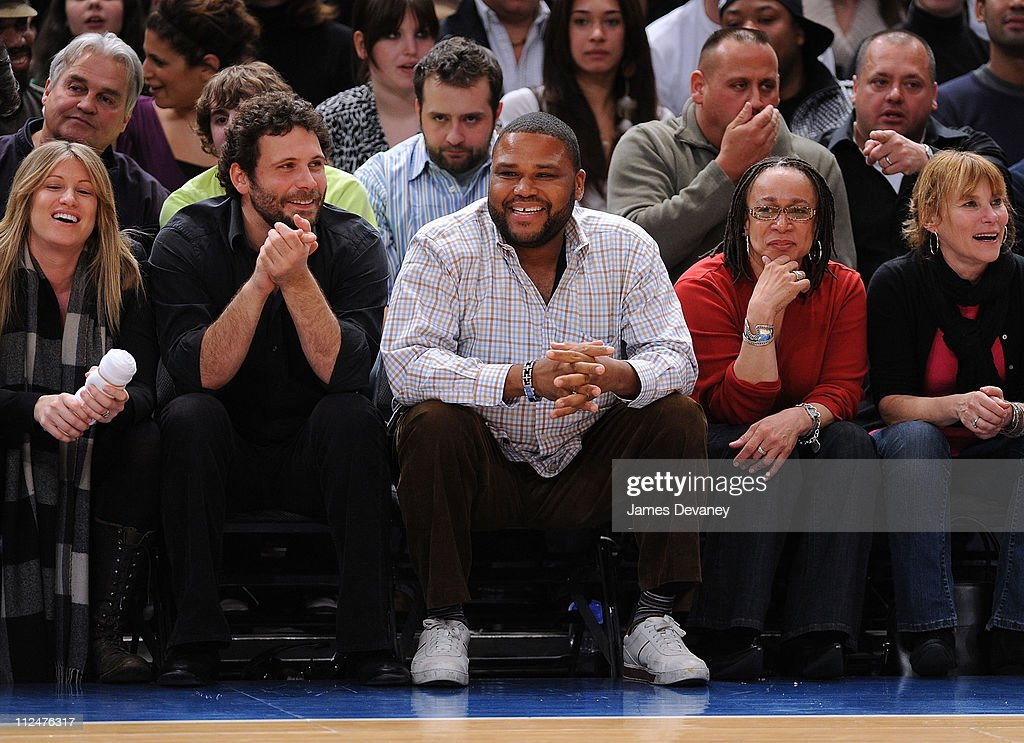 Jeremy Sisto Anthony Anderson and S Epatha Merkerson attend Sacremento Kings vs New York Knicks game at Madison Square Garden on March 20 2009 in New...