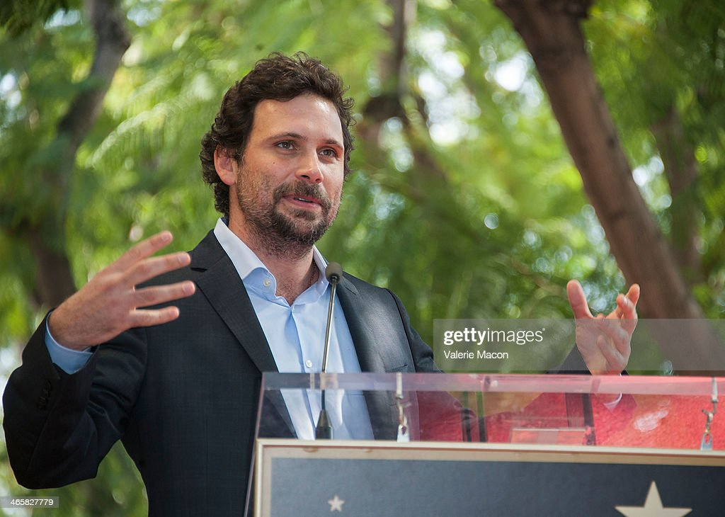 <a gi-track='captionPersonalityLinkClicked' href=/galleries/search?phrase=Jeremy+Sisto&family=editorial&specificpeople=207064 ng-click='$event.stopPropagation()'>Jeremy Sisto</a> attends the ceremony Honoring Cheryl Hines on THe Hollywood Walk of Fame on January 29, 2014 in Hollywood, California.