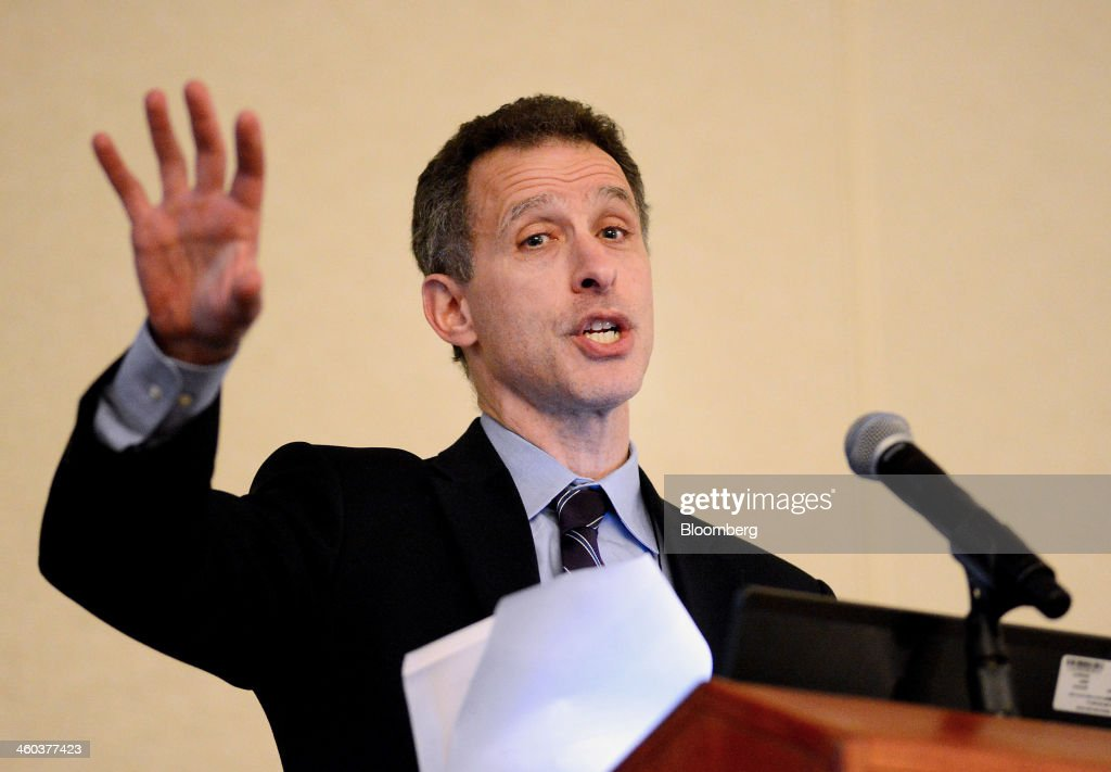 Jeremy Stein, governor of the U.S. Federal Reserve, speaks at the American Economic Association annual meeting in Philadelphia, Pennsylvania, U.S., on Friday, Jan. 3, 2014. Stein said banks that rely on deposits for funding have an advantage over counterparts that rely on the shadow banking system, such as repurchase agreements, to finance investments in illiquid assets. Photographer: William Thomas Cain/Bloomerg
