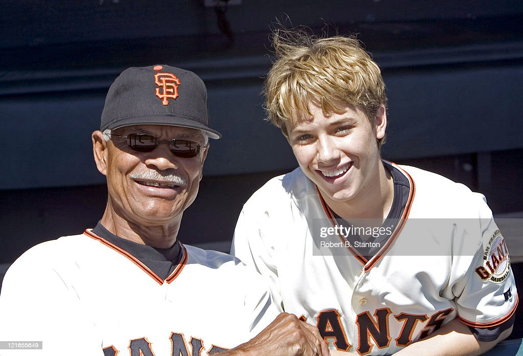 <a gi-track='captionPersonalityLinkClicked' href=/galleries/search?phrase=Jeremy+Sumpter&family=editorial&specificpeople=211524 ng-click='$event.stopPropagation()'>Jeremy Sumpter</a>, SF Giants fan and star of the new CBS series 'Clubhouse', with <a gi-track='captionPersonalityLinkClicked' href=/galleries/search?phrase=Felipe+Alou&family=editorial&specificpeople=93385 ng-click='$event.stopPropagation()'>Felipe Alou</a>, Giants Manager while he attends the Arizona Diamondbacks versus San Francisco Giants game to throw out the first pitch at SBC Park, San Francisco, California, September 4, 2004.