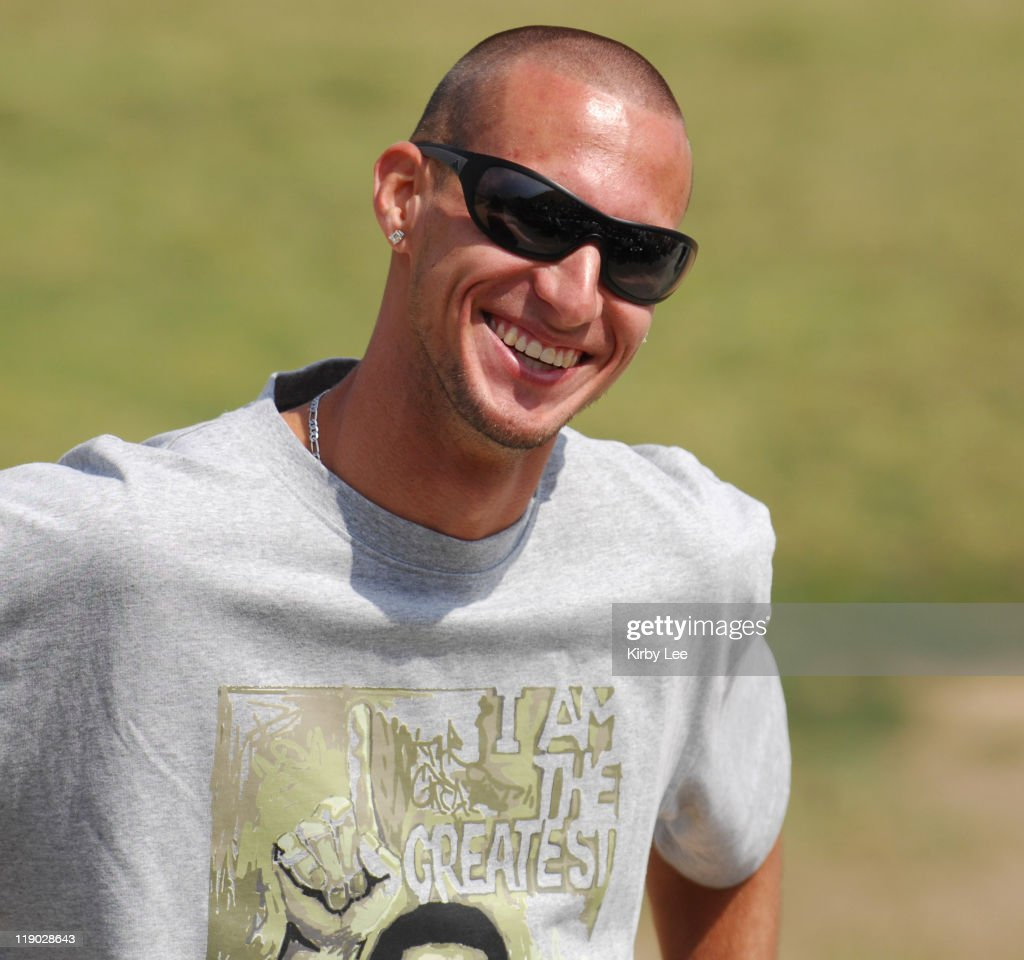 Jeremy Wariner, the 2004 Olympic gold medallist in the 400 meters, visits with the track team at Long Beach Poly High School in Long Beach, Calif. on Thursday, May 17, 2007.