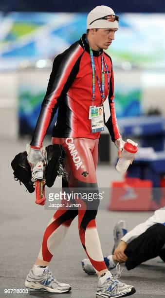 Jeremy Wotherspoon of Canada waits out a delay during the men's speed skating 500 m final caused by technical problems with the ice resurfacing...