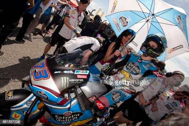 Jerez de la frontera SPAIN 7th of May 2017 Gran Premio Red Bull of Spain Umbrella girl on the grid before the race Alex Marquez Eg 00 Marc Vds Kalex
