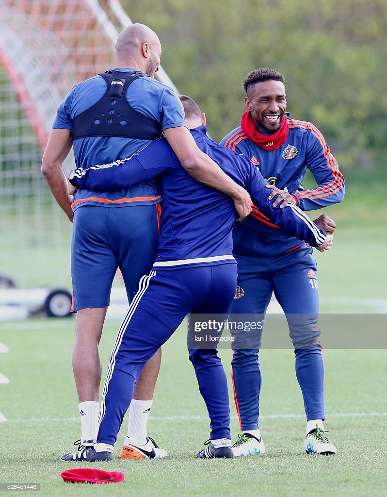 Jermain Defoe (R) and Younes Kaboul (L) joke with fitness coach Adrian Lamb during a Sunderland training session at The Academy of Light on May 5, 2016 in Sunderland, England.