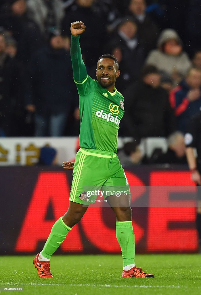 <a gi-track='captionPersonalityLinkClicked' href=/galleries/search?phrase=Jermain+Defoe&family=editorial&specificpeople=171106 ng-click='$event.stopPropagation()'>Jermain Defoe</a> of Sunderland celebrates scoring his team's third goal during the Barclays Premier League match between Swansea City and Sunderland at the Liberty Stadium on January 13, 2016 in Swansea, Wales.