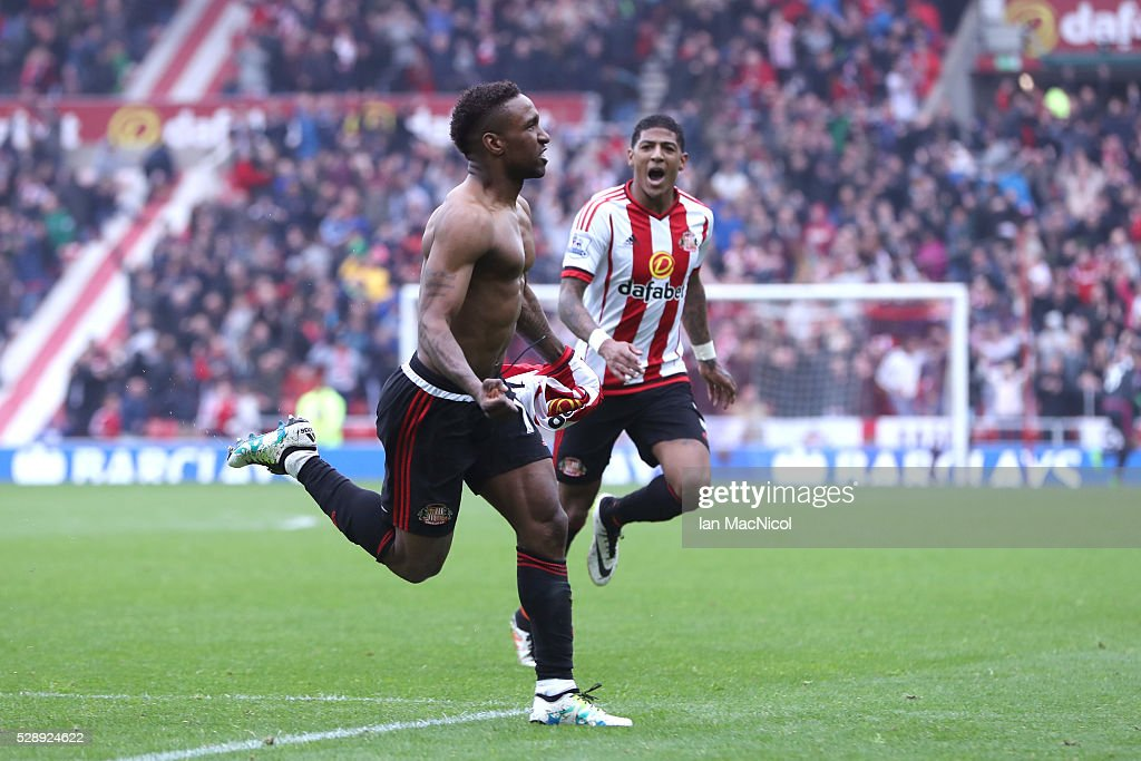 Jermain Defoe of Sunderland celebrates scoring his team's third goal during the Barclays Premier League match between Sunderland and Chelsea at the Stadium of Light on May 7, 2016 in Sunderland, United Kingdom.