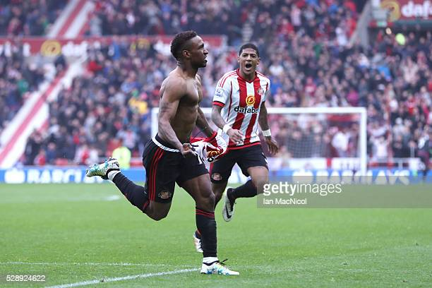 Jermain Defoe of Sunderland celebrates scoring his team's third goal during the Barclays Premier League match between Sunderland and Chelsea at the...