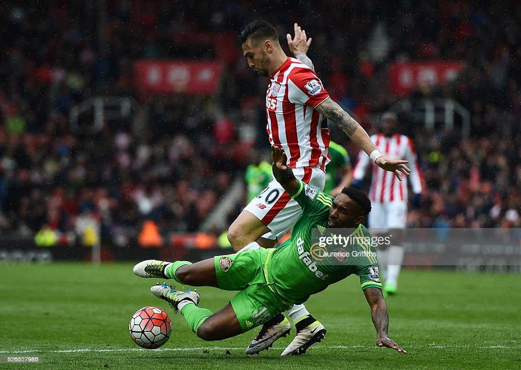 Jermain Defoe of Sunderland is fouled by Geoff Cameron of Stoke City in the area resulting in the penalty kick during the Barclays Premier League match between Stoke City and Sunderland at the Britannia Stadium on April 30, 2016 in Stoke on Trent, England.