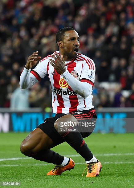 Jermain Defoe of Sunderland reacts during the Barclays Premier League match between Sunderland and Manchester City at the Stadium of Light on...