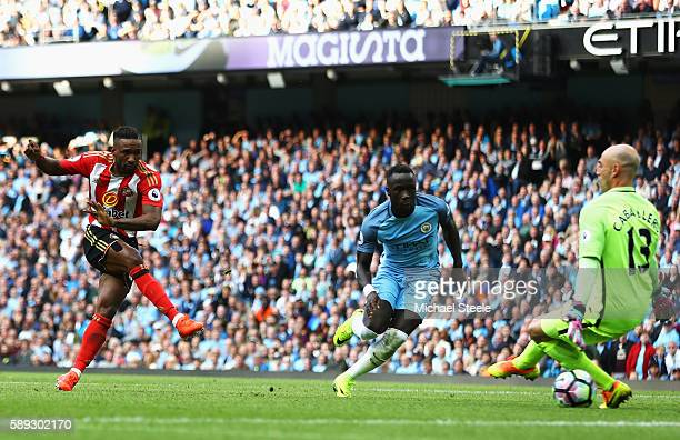 Jermain Defoe of Sunderland scores his sides first goal during the Premier League match between Manchester City and Sunderland at Etihad Stadium on...