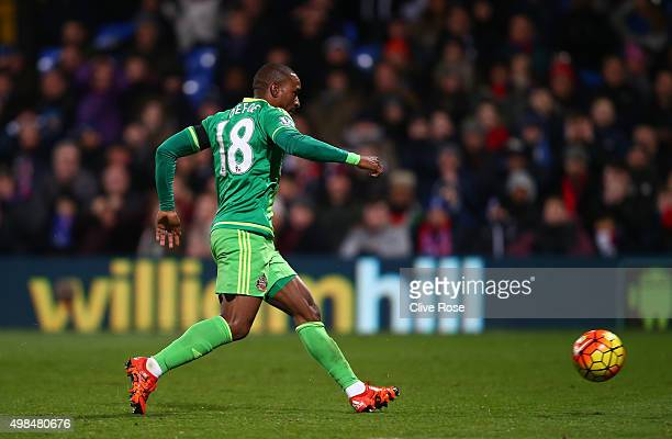 Jermain Defoe of Sunderland scores the opening goal during the Barclays Premier League match between Crystal Palace and Sunderland at Selhurst Park...
