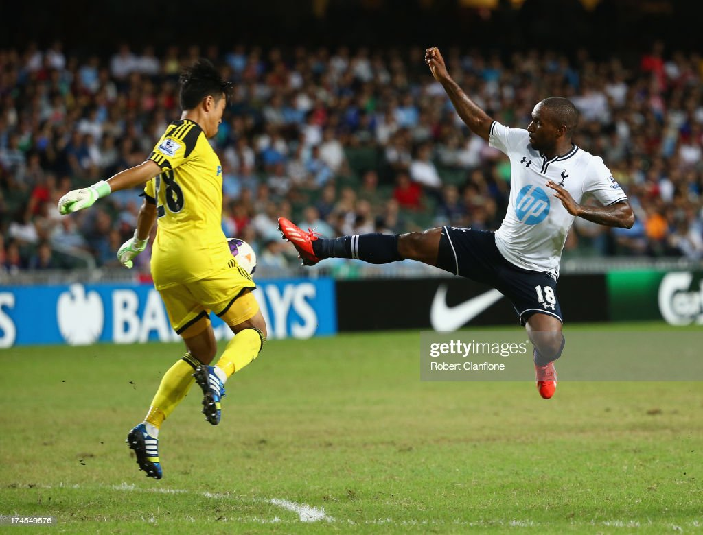 <a gi-track='captionPersonalityLinkClicked' href=/galleries/search?phrase=Jermain+Defoe&family=editorial&specificpeople=171106 ng-click='$event.stopPropagation()'>Jermain Defoe</a> of Tottenhan Hotspur challenges goalkeeper Zhang Chunhui of South China to score during the Third Place Play-Off match between Tottenham Hotspur and South China at Hong Kong Stadium on July 27, 2013 in So Kon Po, Hong Kong.